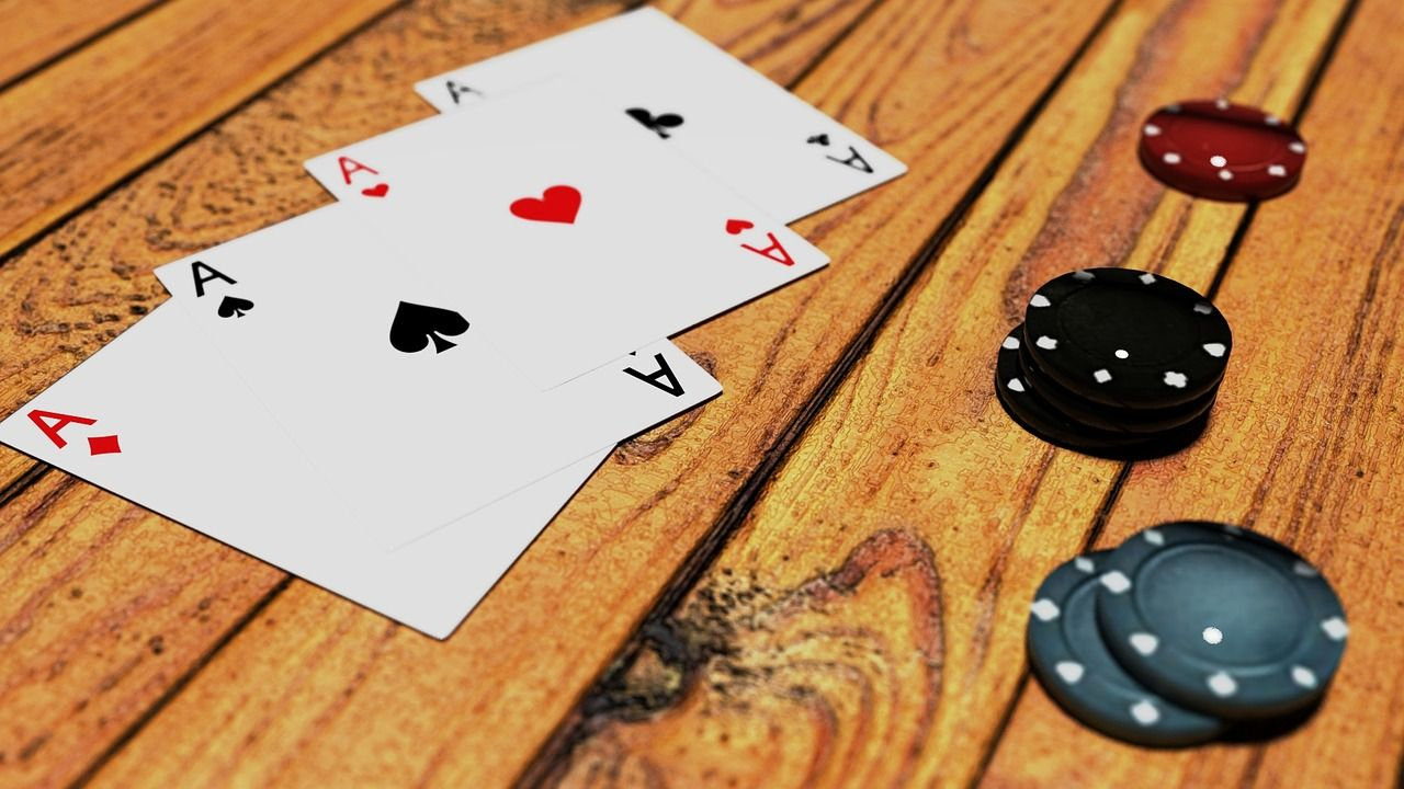 Online Poker Players and Gamblers